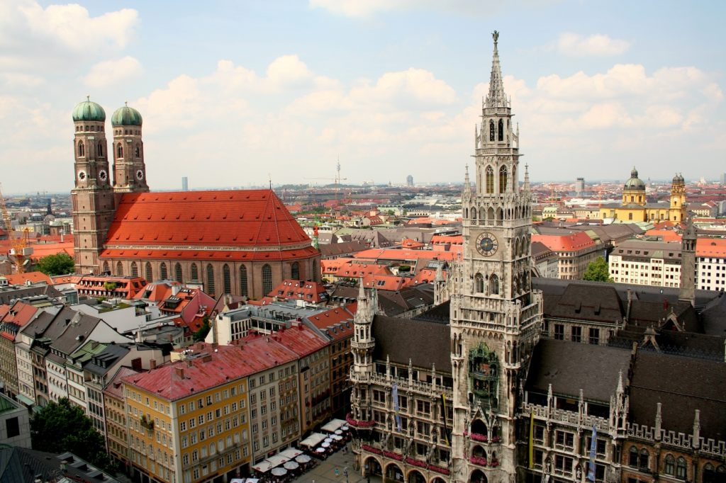 imagen ciudades más 'pet friendly' de Europa Frauenkirche y Nuevo Ayuntamiento