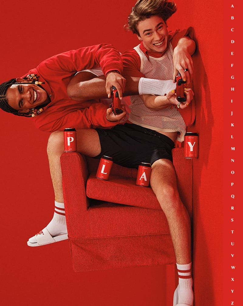 imagen Coca-Cola Coca Cola lanzara una coleccion de latas y botellas con las letras del abecedario y estara disponible en paises de Latinoamerica 4