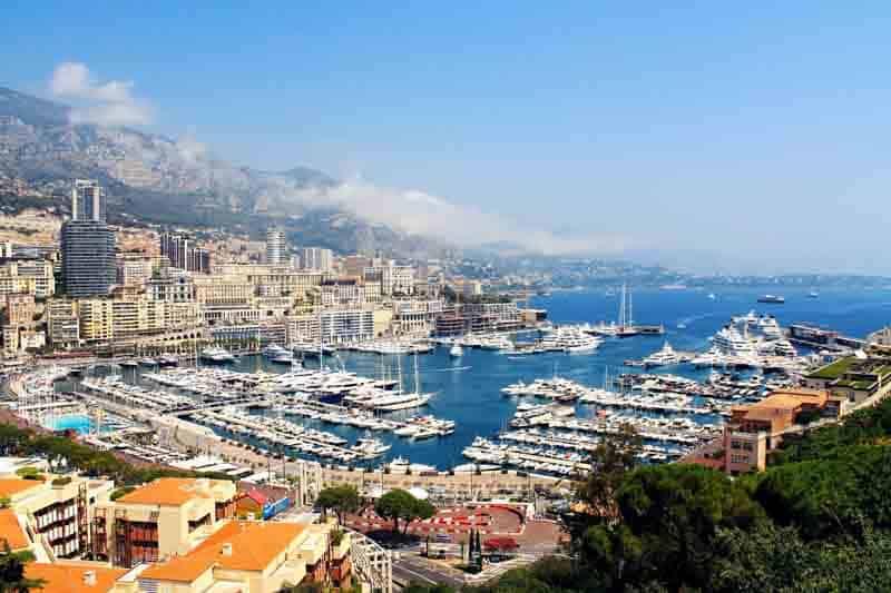 Mediterráneo, lujo y uno de los casinos más famosos del mundo
