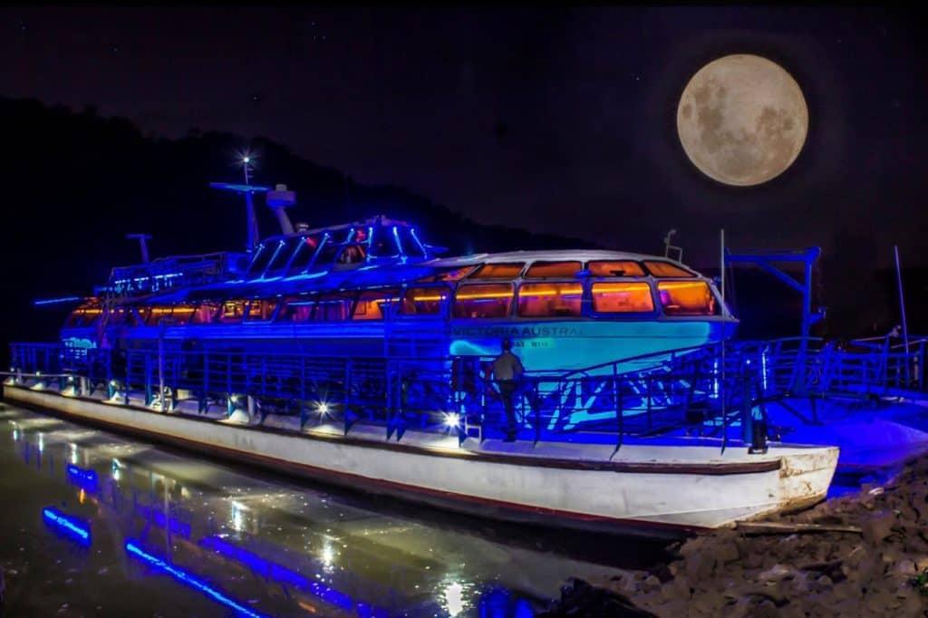 Argentina retoma las navegaciones con luna llena por el río Iguazú, una de sus máximas atracciones en la maravilla misionera