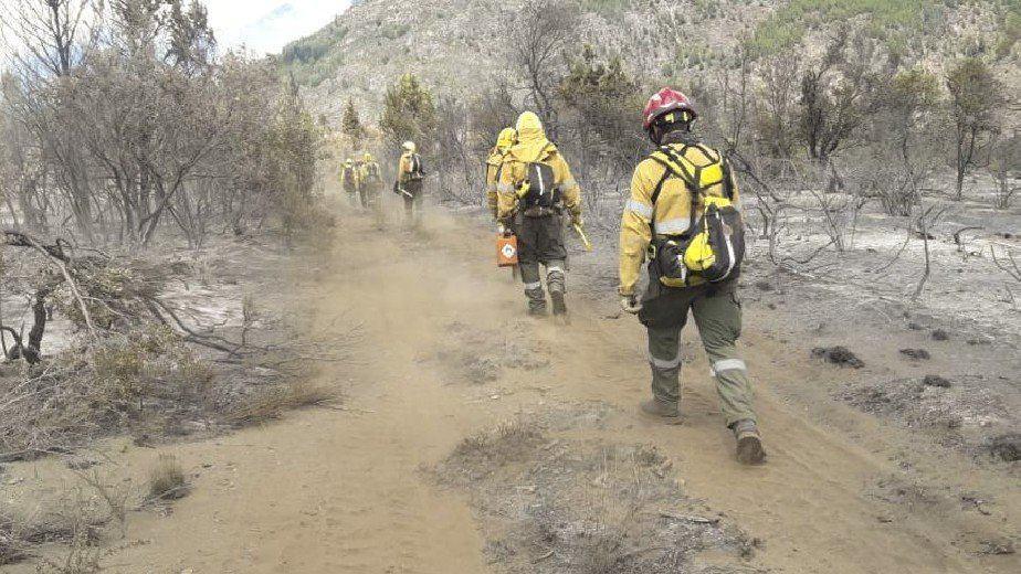 Luego de una semana continúa el incendio en El Bolsón y más de 100 personas se encuentran trabajando en el lugar
