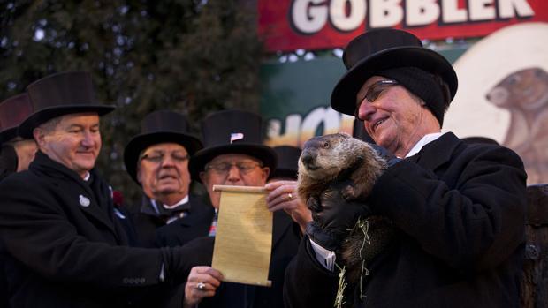 Pensilvania Celebra Hoy El 135° Día De La Marmota: Phil, La Marmota De Punxsutawney, Vaticina Seis Semanas Más De Invierno