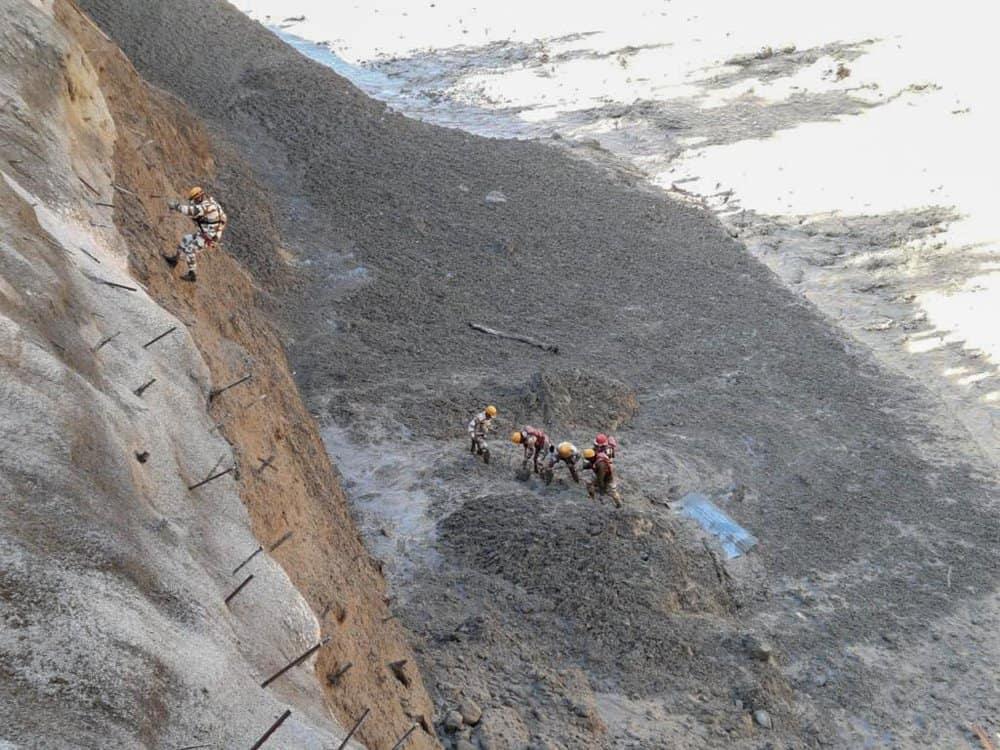 Más de 100 personas se encuentran desaparecidas luego del desprendimiento de un glaciar al norte de India