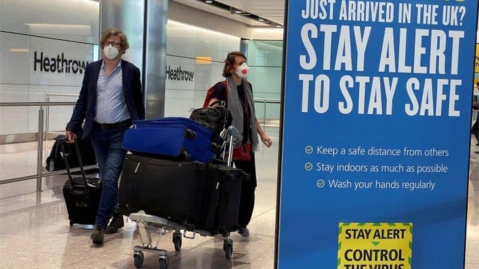 Algunos residentes que vuelvan al Reino Unido tendrán que hacer cuarentena en un hotel