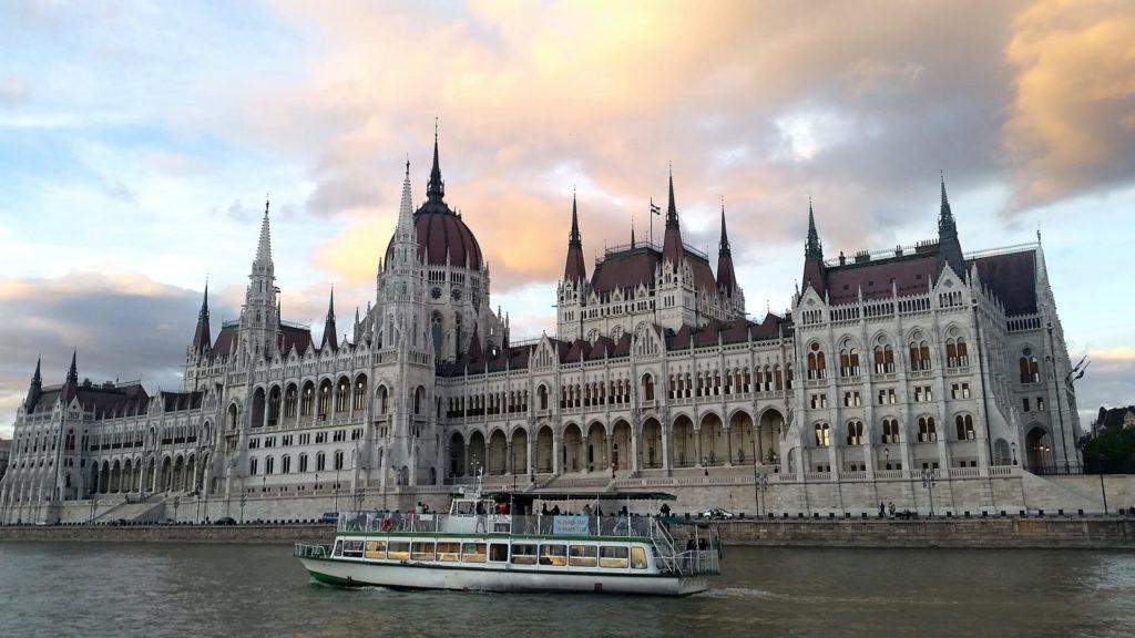 imagen crucero por el Río Danubio tudor stanica 581ogZChCIs unsplash 1
