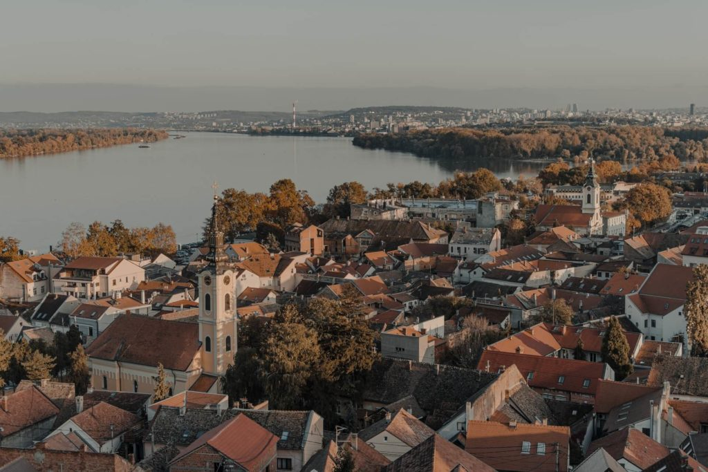 imagen crucero por el Río Danubio nikola cirkovic t0sXKOz9qtk unsplash 1