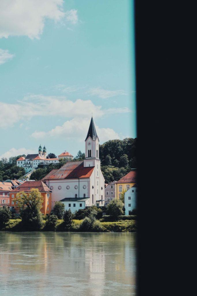 imagen crucero por el Río Danubio cedric schulze 0ADGSFMsxKU unsplash 1