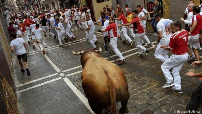 PETA ofrece al alcalde de Pamplona €298.000 a cambio de cancelar definitivamente los crueles encierros de toros