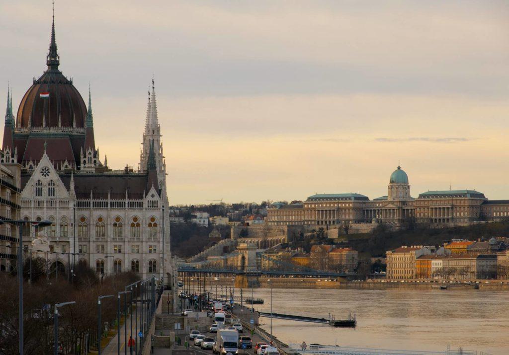 imagen crucero por el Río Danubio mihaly koles afUfiI7IXjI unsplash 1