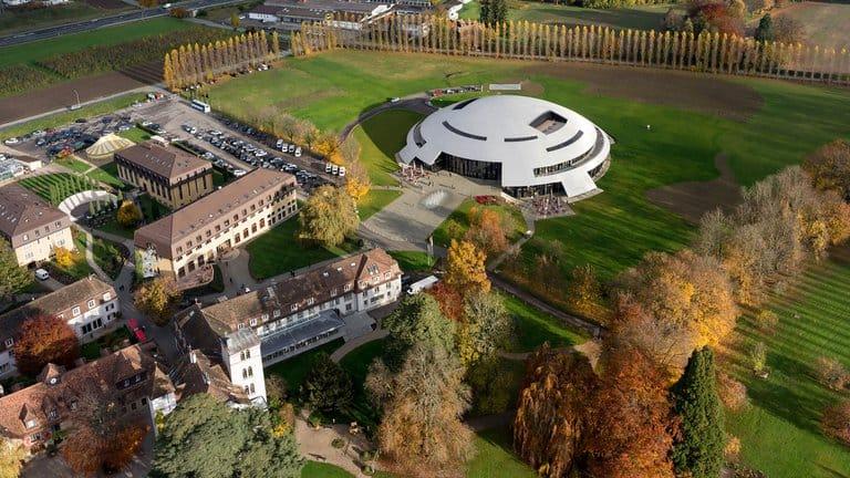"""Conoce Le Rosey, el colegio más caro y exclusivo del mundo que se encuentra en Suiza y es distinguido como """"la escuela de los reyes"""""""