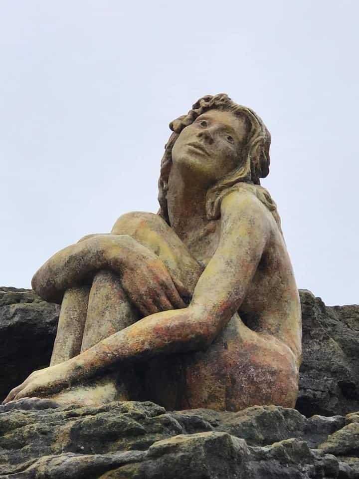 escultura de una mujer escultura mar del plata 2