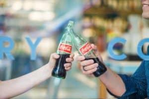 Coca Cola comenzará a probar las botellas de papel en una de sus bebidas para reducir los desperdicios plásticos