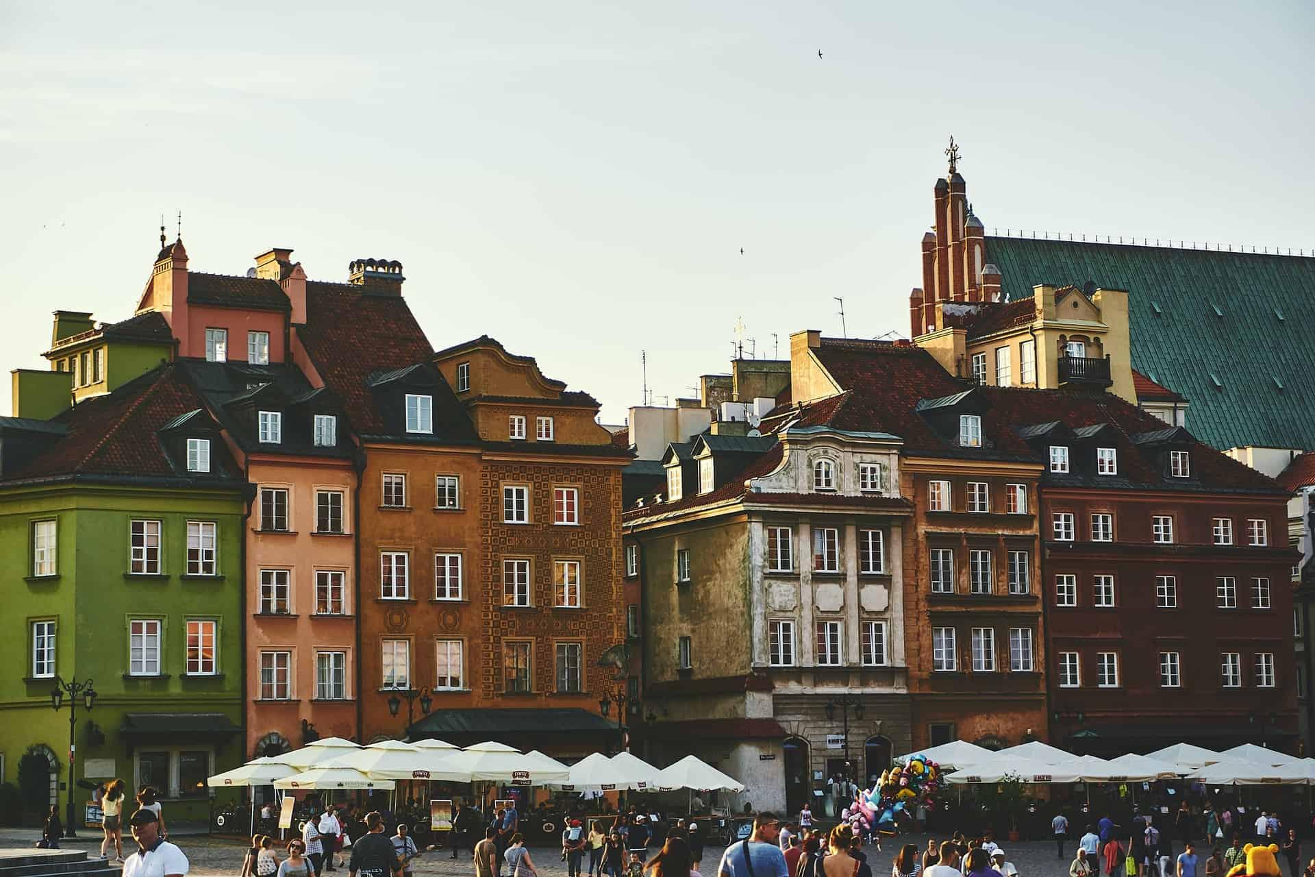 Polonia permitirá que personas que se hayan vacunado contra el COVID-19 puedan ingresar sin tener que hacer cuarentena