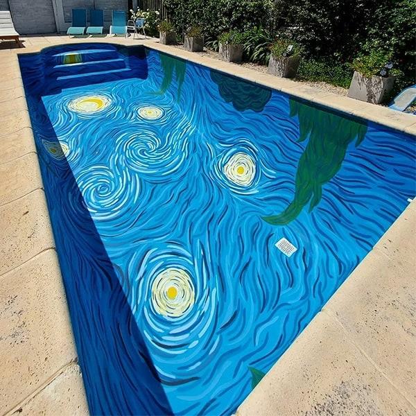 Dos Artistas Argentinas Recrearon Una Piscina Inspirada En Van Gogh: Te Permite Nadar En El Cielo De 'La Noche Estrellada'