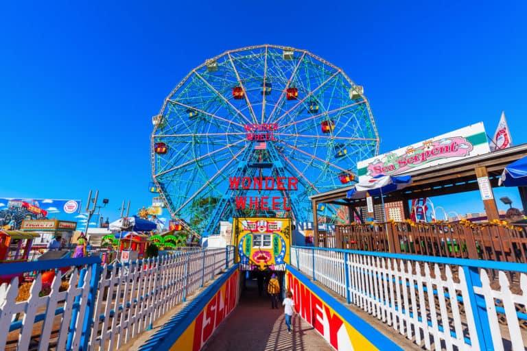 Los parques temáticos de Nueva York podrán abrir sus puertas nuevamente, justo a tiempo para la primavera