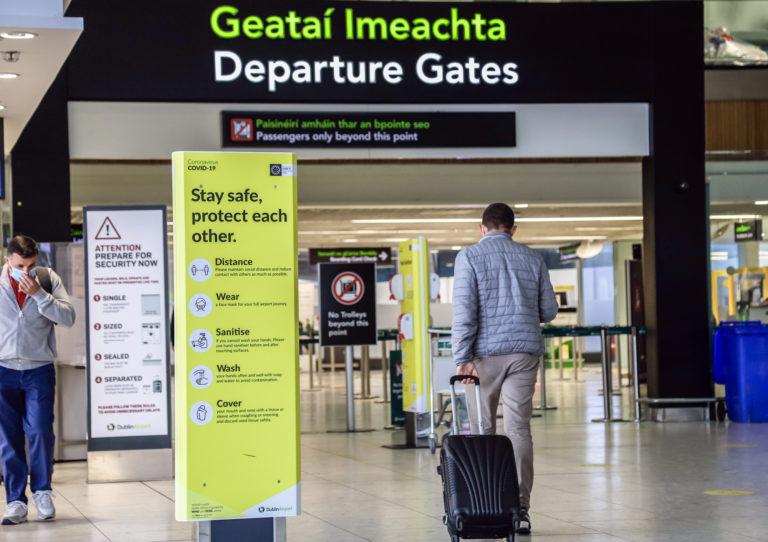Irlanda evalúa solicitar a personas que viajen de determinados países que cumplan el aislamiento en un hotel