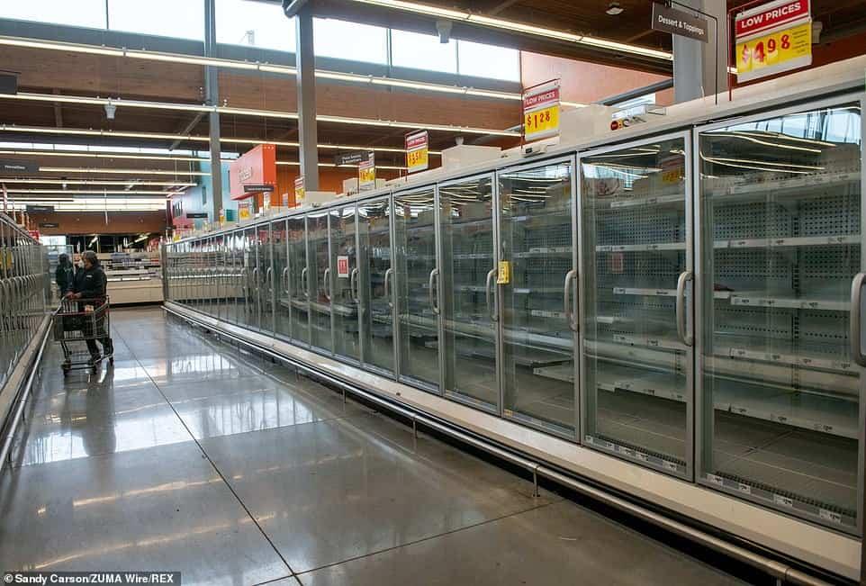 Texas lleva ya varios días sin electricidad: los supermercados se están quedando sin comida y las autoridades piden a los residentes 'hervir agua' para consumo