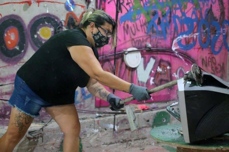 São Paulo Está Estrenando Nueva 'Sala De Rabia', Permitiendo Que La Gente Enojada Libere Su Frustración