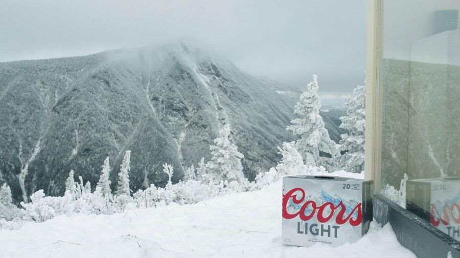 trabajo remoto Esta marca de cerveza monta una oficina en lo alto de una montana nevada para disfrutar del trabajo remoto y busca quienes quieran vivir la experiencia 2