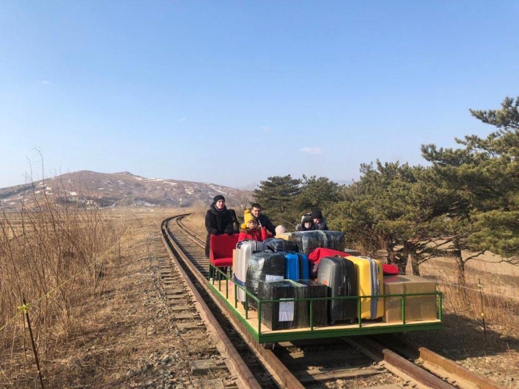 [Video] Diplomáticos Rusos Utilizaron Un Carro De Ferrocarril Para Salir De Corea Del Norte Debido A Las Restricciones Por Covid-19