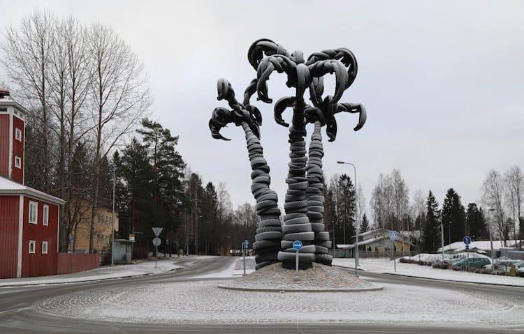 escultura de elefante villu jaanisoo recycled tire palm tree sculpture 5