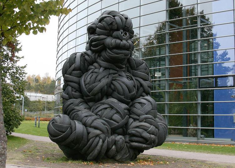 escultura de elefante villu jaanisoo recycled tire gorilla sculpture 6