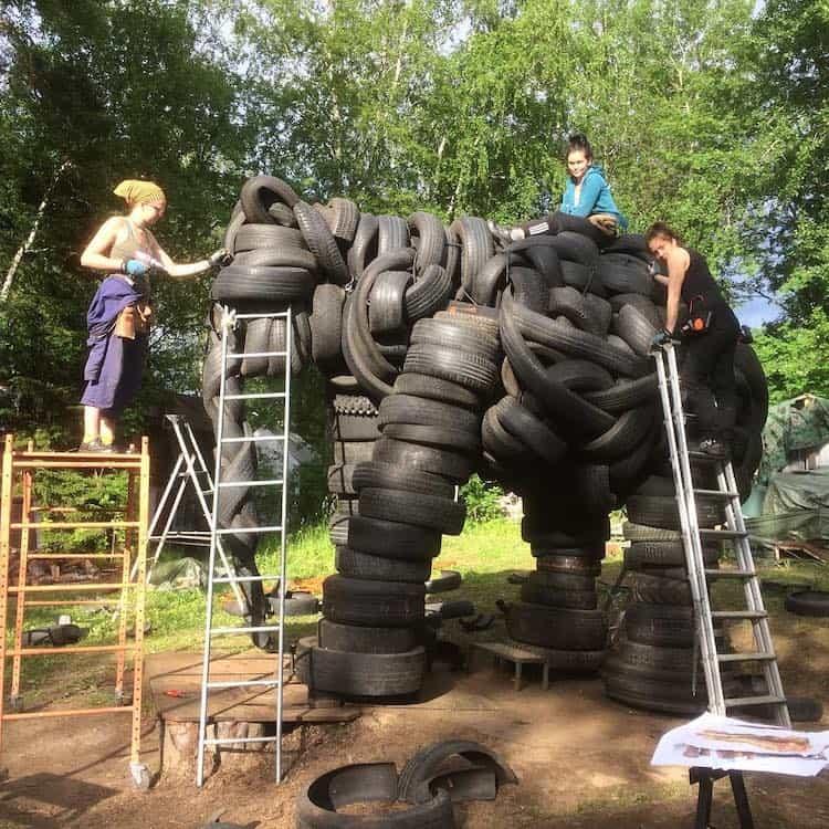 escultura de elefante villu jaanisoo recycled tire elephant sculpture 4