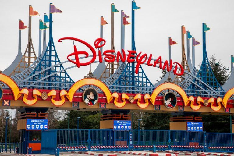 Disneyland y otros parques temáticos de California podrían llegar a abrir sus puertas en el mes de Abril