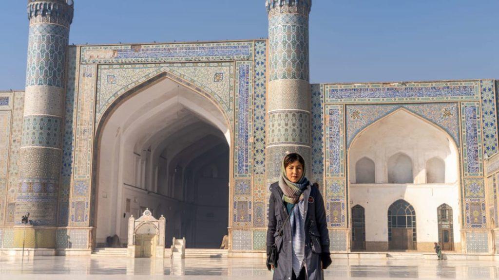 Esta mujer está haciendo historia siendo la primera en ser guía de turismo en Afganistán