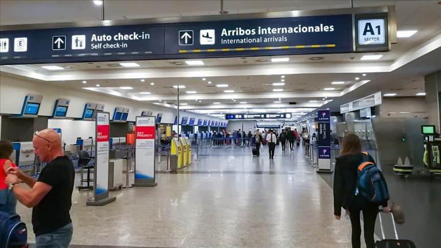 Argentina restringirá nuevamente vuelos internacionales a aquellos países que registran la aparición de nuevas cepas de coronavirus