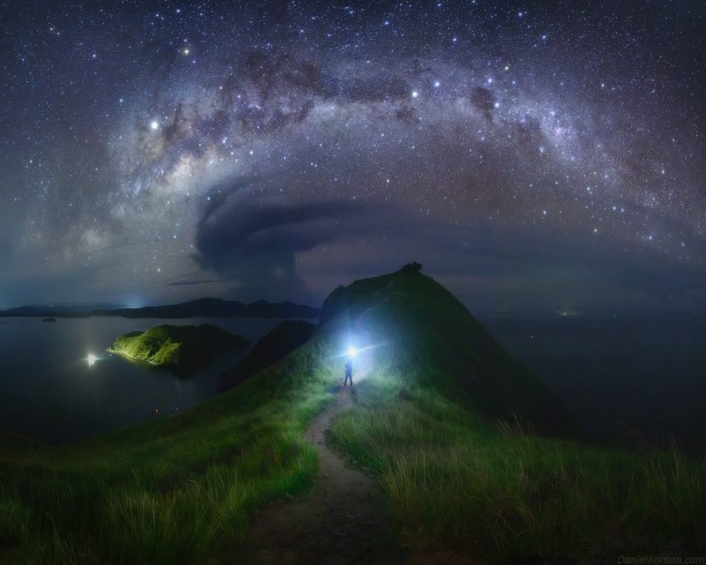 Imagen Volcán En Erupción Volcan Y Estrella Fugaz Noche 1