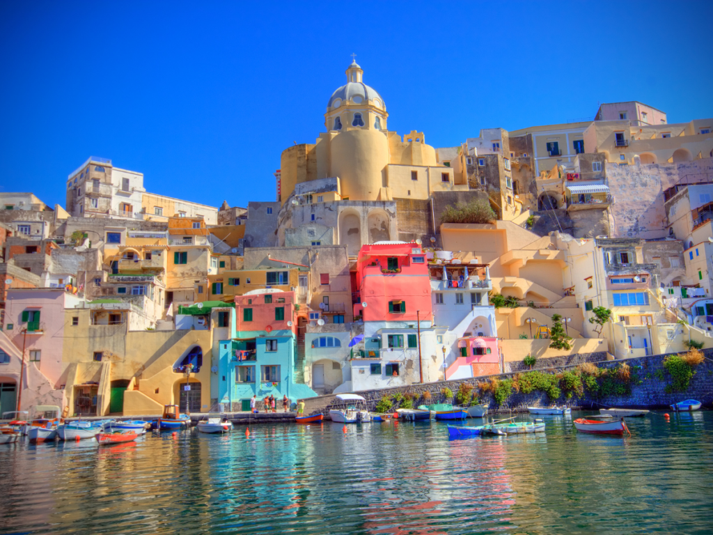 4 razones para visitar Procida, una hermosa isla distinguida como Capital Cultural de Italia para 2022