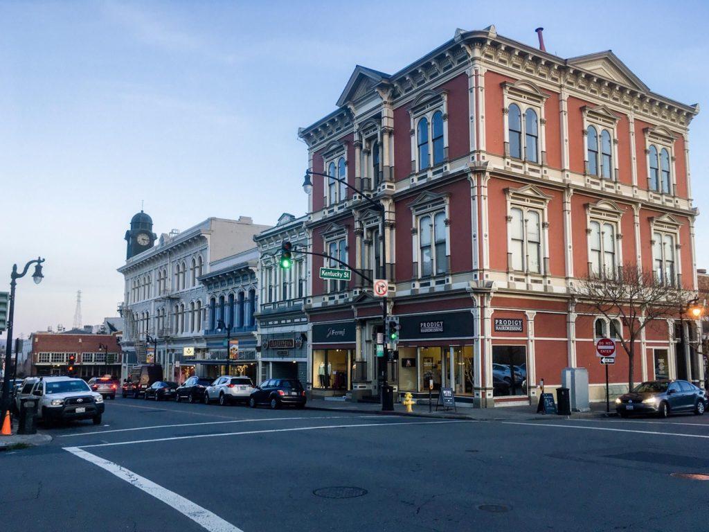 Petaluma se convirtió en la primera ciudad de Estados Unidos en prohibir la construcción de nuevas estaciones de servicio para promover un aire más limpio a los habitantes