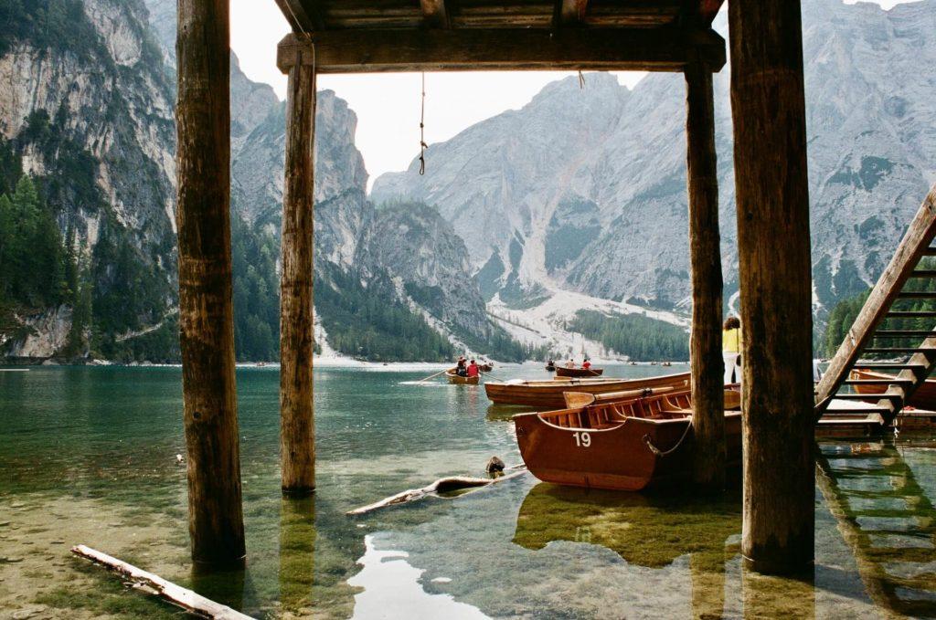 Lago Braies mariya oliynyk gJjPY4sbzlM unsplash 1