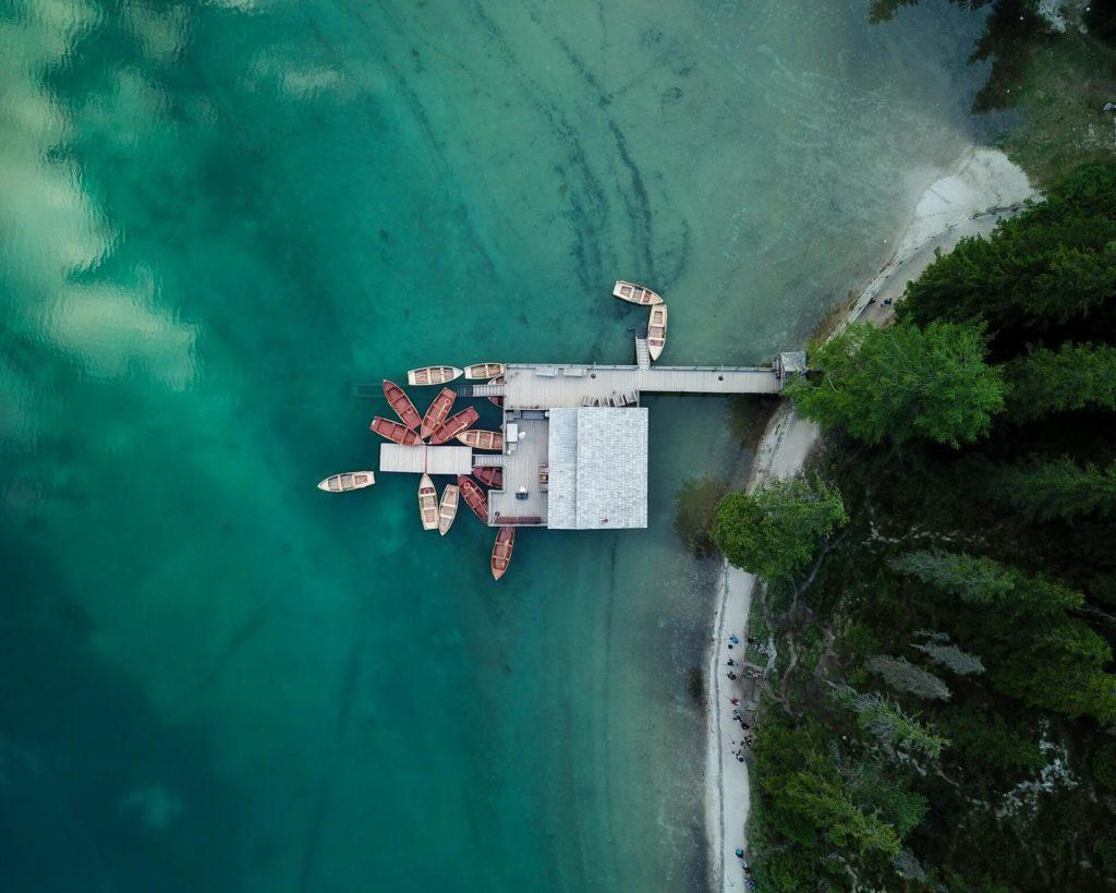 Lago Braies robert bahn Xu6vANmFry8 unsplash 1