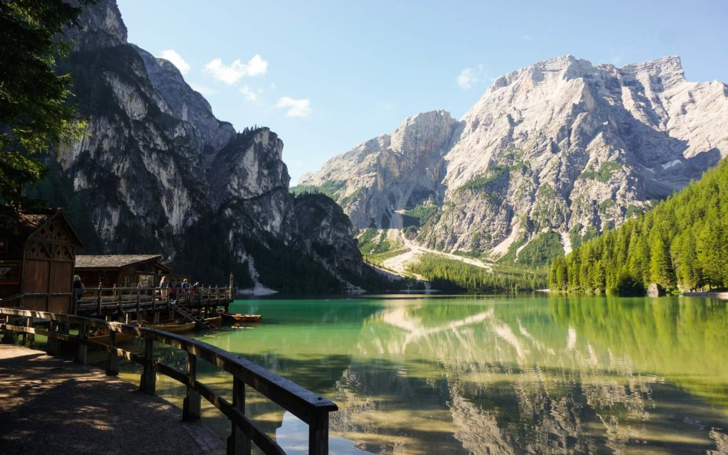 Lago Braies erik rosner ZbS5V3mFVSQ unsplash 1