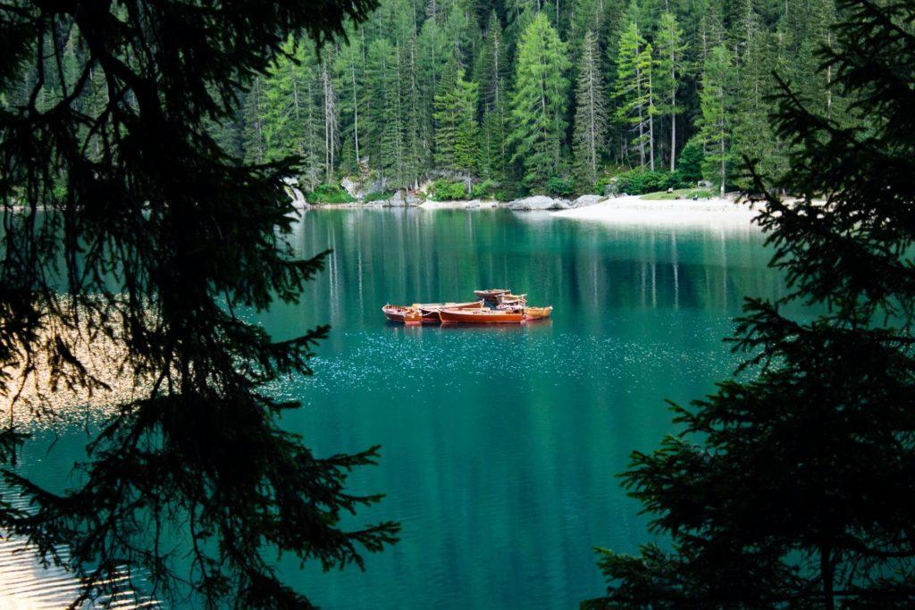 Lago Braies alessandro ranica SwDgLsu75FA unsplash 1