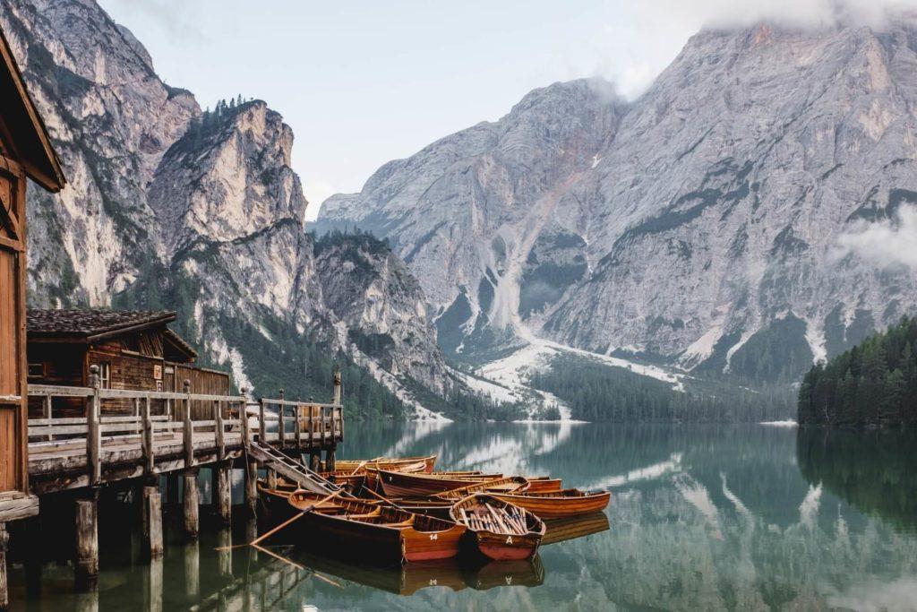 Lago Braies luca bravo VowIFDxogG4 unsplash 1