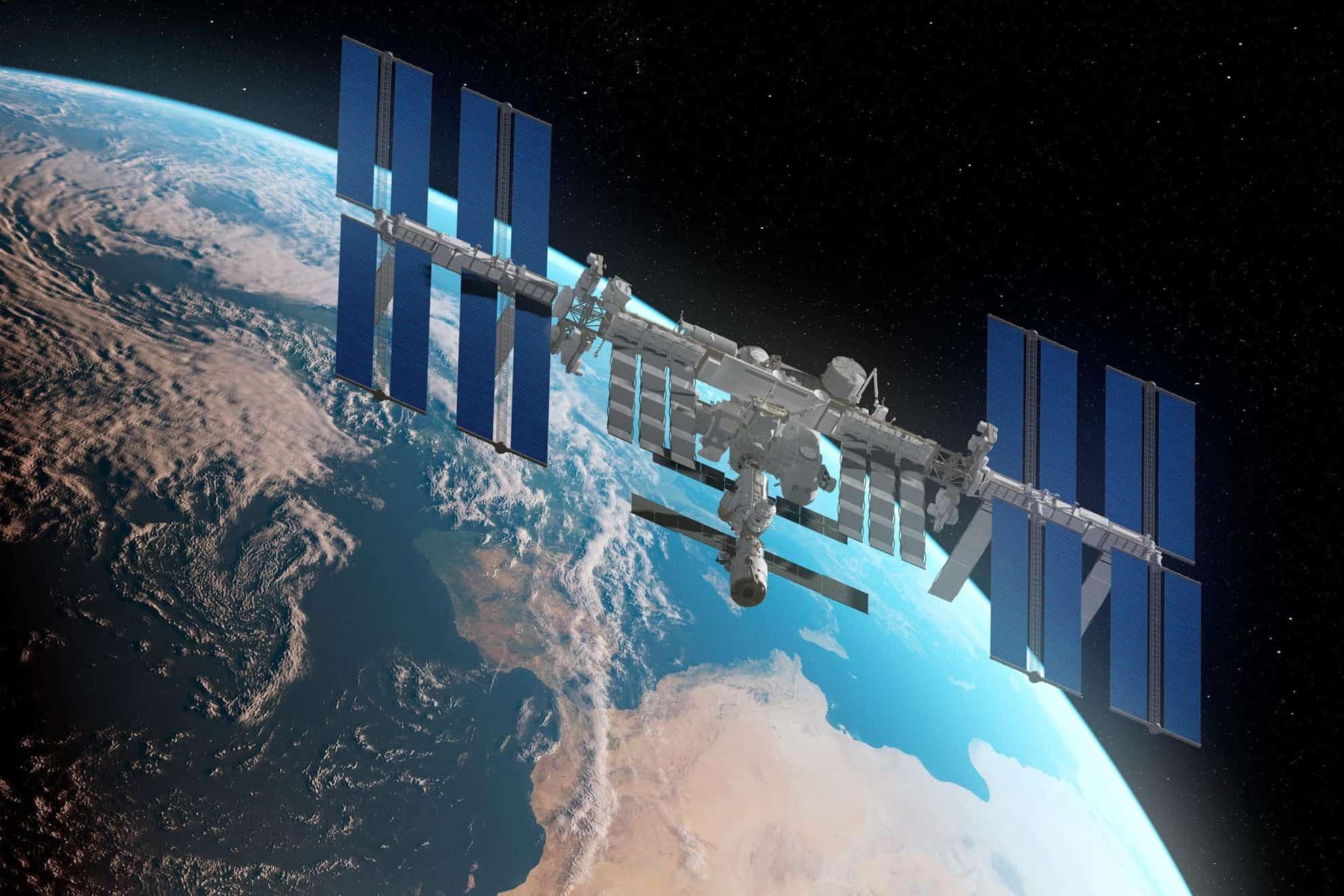 Descubren tres bacterias en la Estación Espacial Internacional que hasta el momento eran formas desconocidas