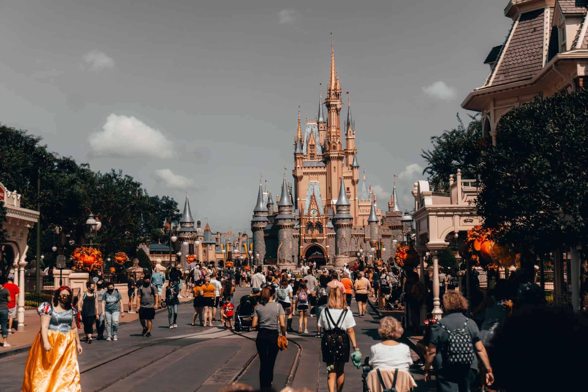 Disney World presentó el servicio Disney MagicMobile para poder acceder a los parques temáticos utilizando un teléfono inteligente