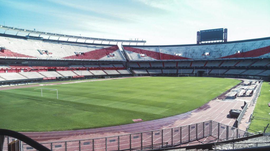 estadios de fútbol más famosos del mundo lucasvphotos hvEeDMBQgsI unsplash 1