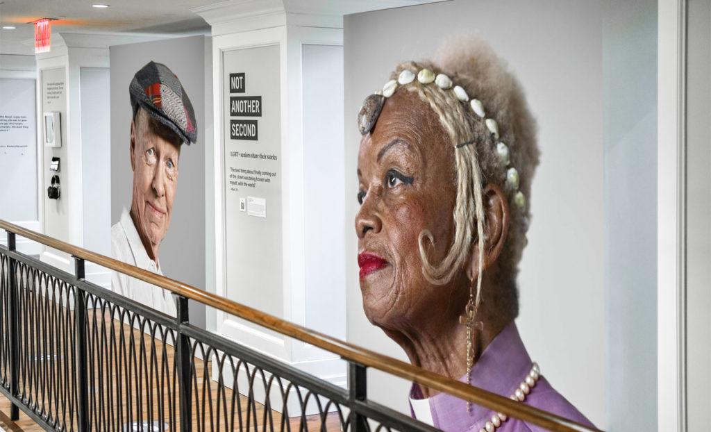 Esta exhibición de Nueva York está dedicada a personas mayores que forman parte de la comunidad LGTBQ+