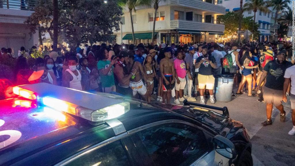 Decretan Toque De Queda En Miami Beach Tras Aluvión De Turistas Para Festejar El Inicio De La Primavera