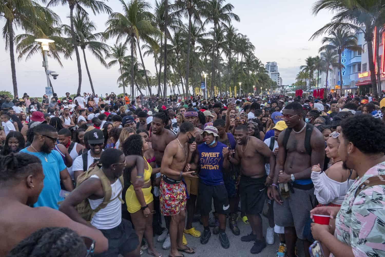 toque de queda en Miami Beach
