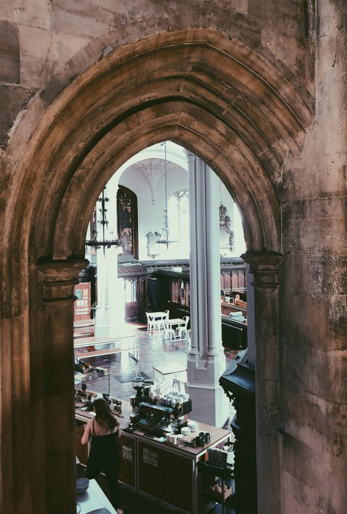 Cómo llegar a Host Café, una sorprendente iglesia convertida en café que puedes visitar durante una tarde en Londres