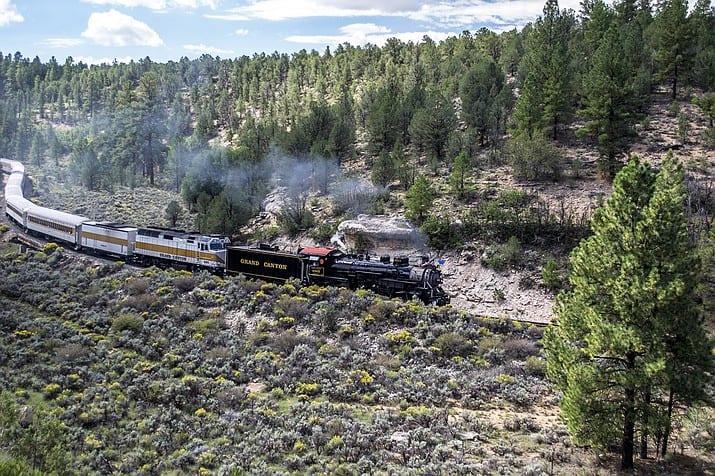 Insólito: Este tren del Gran Cañón construido en 1923 está utilizando el aceite vegetal de desecho de las papas fritas como combustible