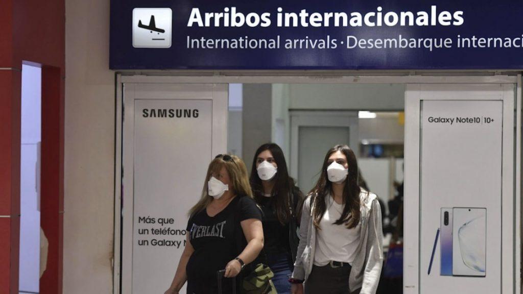Argentina impone nuevas restricciones ante una segunda ola de Covid-19: PCR, vuelos suspendidos, cuarentena y más