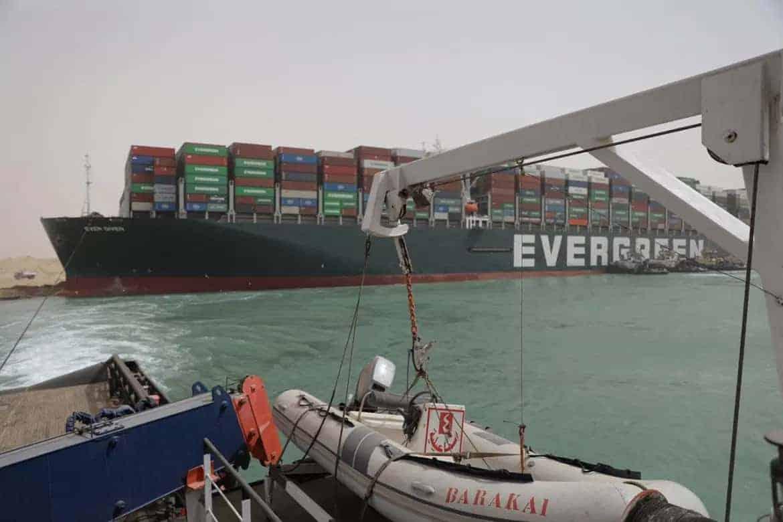 Finalmente lograron liberar el barco de Evergreen que se encontraba encallado en el canal de Suez