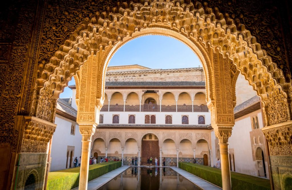 24 horas en Granada austin gardner 7fElVDKXLoQ unsplash 1