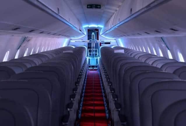 Crearon Un Robot Que Puede Desinfectar Un Avión En Pocos Minutos Utilizando Luz Ultravioleta